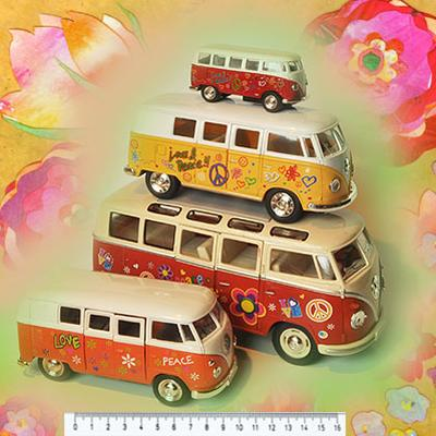 VW HIPPIEBUS årgang 1962 in size 1:32 (small - green)